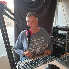 DJ Brigitte bij radio de teddyboys